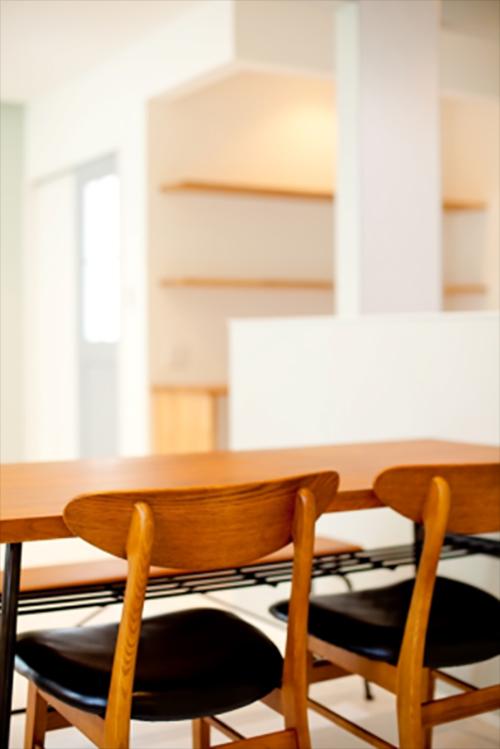 落ち着いた木製家具が柔らかみを演出